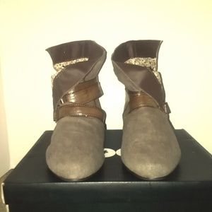 Groove Cloth/Leather Straps Ankle Boots Size 9